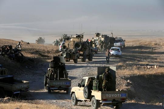 Một cánh dân quân người Kurd tham gia chiến dịch tái chiếm Mosul ngày 17-10. Ảnh: REUTERS