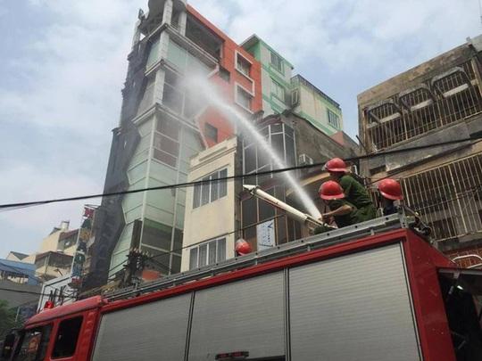 Lực lượng PCCC nỗ lực dập lửa