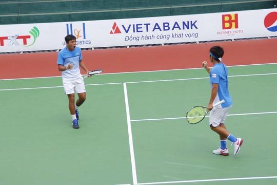 Hoàng Nam vô địch đôi, vào chung kết đơn