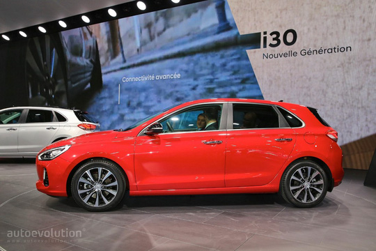 """Hyundai i30 hatchback mới có nội thất """"kì lạ"""""""