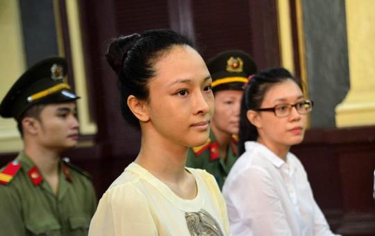 Trương Hồ Phương Nga và Nguyễn Đức Thùy Dung tại tòa