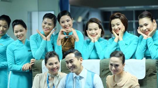 Bà Vũ Thị Kim Cúc (bìa trái hàng ngồi) tại lớp đào tạo tiếp viên hàng không Ảnh: Ngọc Hằng