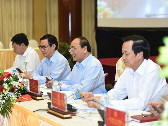 Thủ tướng Nguyễn Xuân Phúc, Phó Thủ tướng Vương Đình Huệ cùng nhắn tin ủng hộ người nghèo-Ảnh: VGP