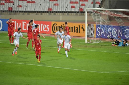 U19 Nhật Bản ghi bàn vào lưới U19 Việt Nam cực kỳ dễ dàng