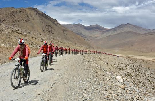 Các ni cô ở địa phận Ladakh thuộc bang Jammu và Kashmir, cực Bắc Ấn Độ hồi cuối tháng 8 Ảnh: REUTERS