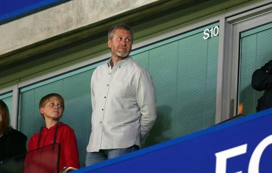 Ông chủ Chelsea, tỉ phút Roman Abramovich, xem trận Chelsea - Liverpool trên khán đài
