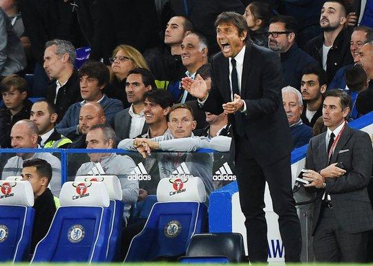 HLV Conte gây khó hiểu khi thay liền 3 cầu thủ ở phút 84