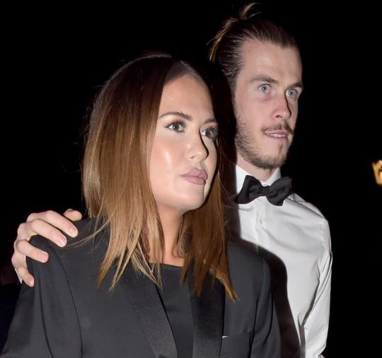 Vợ chồng Gareth Bale đang sống trong lo âu vì sợ bị băng nhóm xã hội đem trả thù