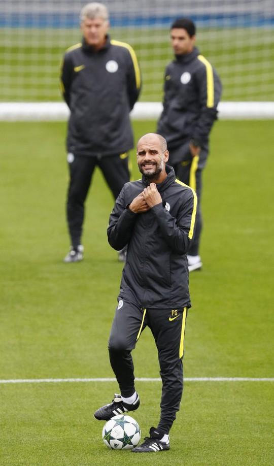 Guardiola xem nhẹ kỷ lục của Man City