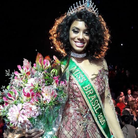 Trở thành người da đen thứ hai đăng quang ngôi vị hoa hậu trong lịch sử cuộc thi nhan sắc này ở Brazil