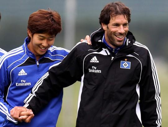 Min Son và Nistelrooy tại Hamburg