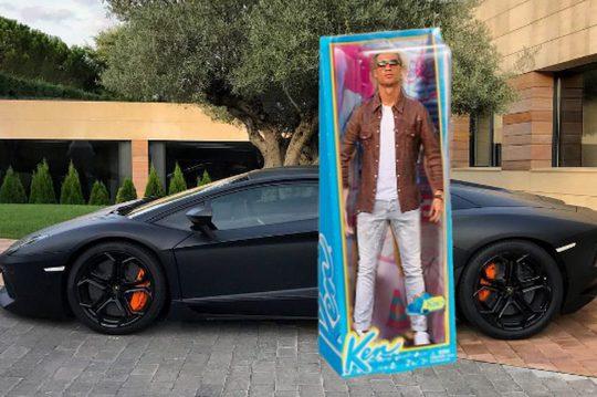 """Ronaldo bị chế giễu vì khoe siêu xe nhưng """"tịt ngòi"""""""