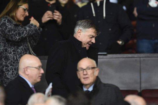 Allardyce xuất hiện ở Old Trafford, chuẩn bị tái xuất