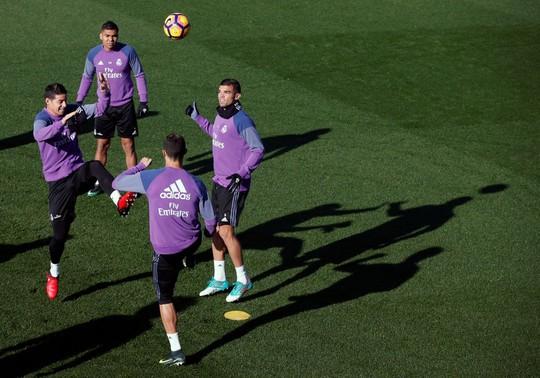 Không khí vui vẻ bao trùm lên buổi tập của Real Madrid