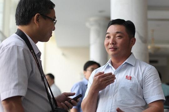 Ông Lê Trương Hải Hiếu, Chủ tịch UBND quận 12 trả lời phỏng vấn Báo Người Lao Động. Ảnh Hoàng Triều