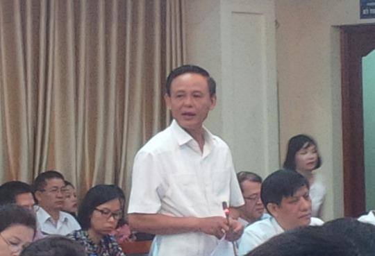 Thứ trưởng Bộ NN-PTNT Hà Công Tuấn trình bày báo cáo của Bộ này
