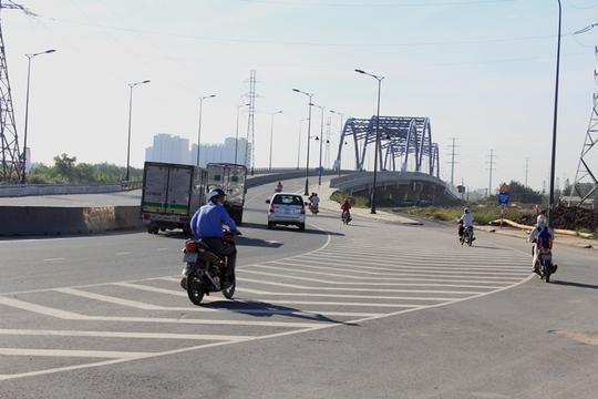 Đường Võ Chí Công đoạn dẫn lên cầu Phú Hữu