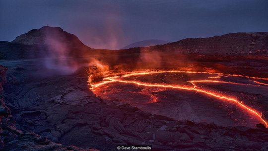 Hồ nham thạch lớn nhất thế giới trên núi lửa Erta Ale. Ảnh: Dave Stamboulis