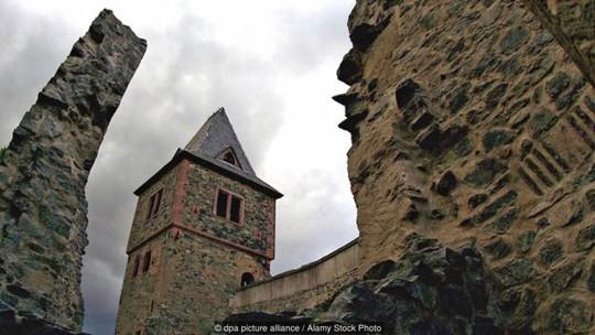 Tòa lâu đài vẫn giữ được kiến trúc Gothic. Ảnh: Alamy Stock Photo