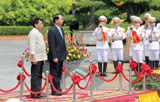 Hai nguyên thủ tại Lễ chào cờ
