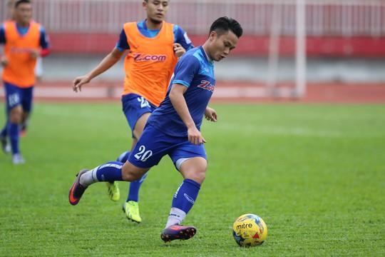 Tiền vệ Trần Phi Sơn buộc phải giảm cân nếu muốn được ra sân