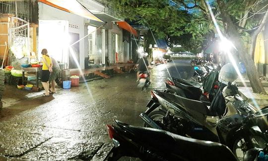 """""""Phố ốc"""" Bùi Thị Xuân nằm ngay trung tâm TP Hạ Long, thường mở cửa từ chiều tới đêm."""
