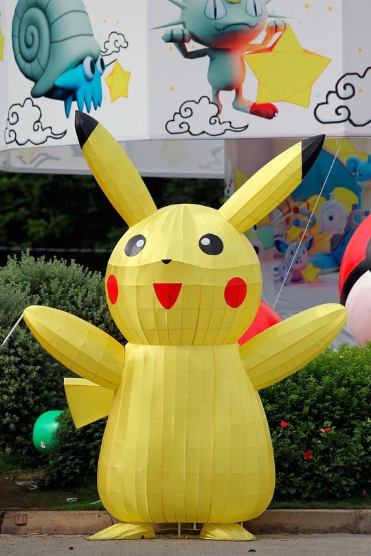 Và lồng đèn Pokemon chính là người lôi kéo giới trẻ đến