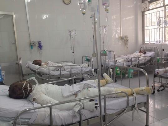 Các nạn nhân khi chuyển đến cấp cứu tại Bệnh viện Chợ Rẫy hôm qua, 6-12.