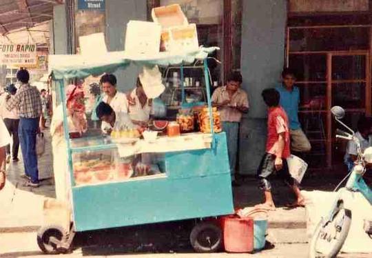 Một xe bán thức ăn ở Port Louis. Ảnh: mauritiusinsideout.com