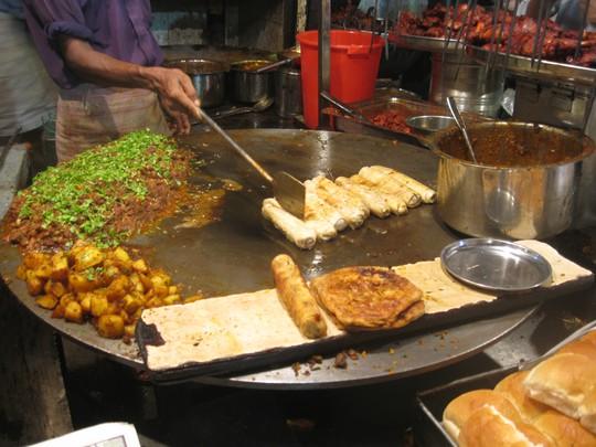 Mumbai chất chát với các món chiên. Ảnh: onewaybombay.wordpress.com