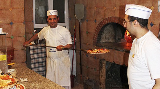 Pizza Ý - bạn đủ can đảm để khước từ? Ảnh: CNN