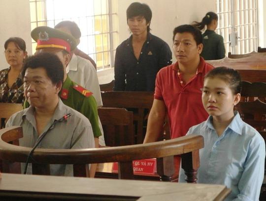 Nguyễn Kim Ngân và Kim Eng Hoe tại phiên toà sơ thẩm mới đây.