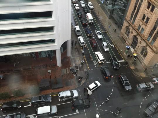 Cảnh sát Adelaide yêu cầu tài xế cẩn thận do đèn tín hiệu giao thông không hoạt động. Ảnh: ABC
