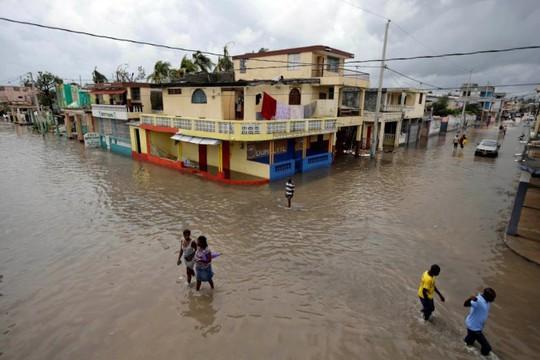 Thành phố cảng Les Cayes chìm trong nước lũ. Ảnh: Reuters
