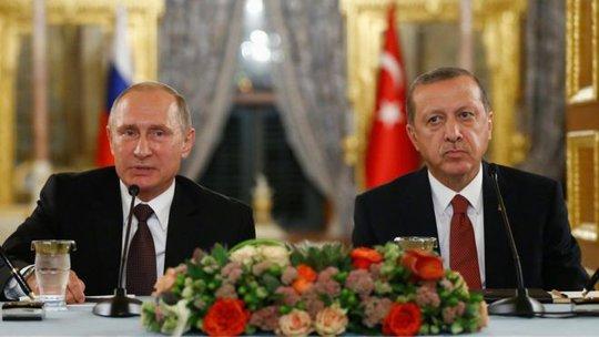Tổng thống Nga Vladimir Putin và người đồng cấp Thổ Nhĩ Kỳ Recep Tayyip Erdogan trong cuộc họp báo chung tại Istanbul. Ảnh: Reuters