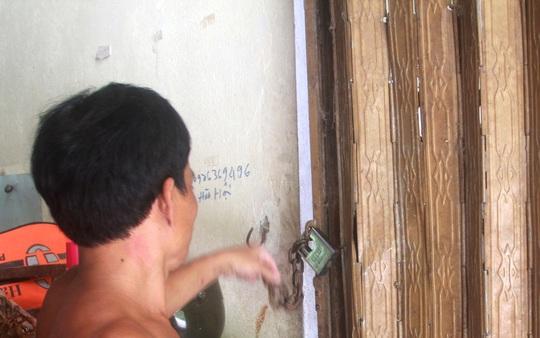 Vị trí kẻ trộm phá khóa, đột nhập vào nhà bà Mười. Ảnh: CTV