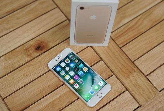 iPhone 7 khóa mạng về nước chủ yếu là các bản dung lượng lớn. Ảnh: Thành Duy.