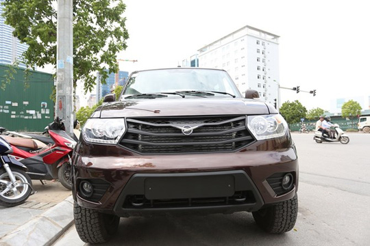 Chiếc xe UAZ Pick up đầu tiên đã về Việt Nam và đang được trưng bày tại một showroom ở Hà Nội.