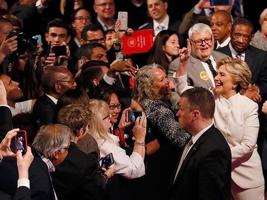 Bà Clinton sau cuộc tranh luận. Ảnh: Reuters