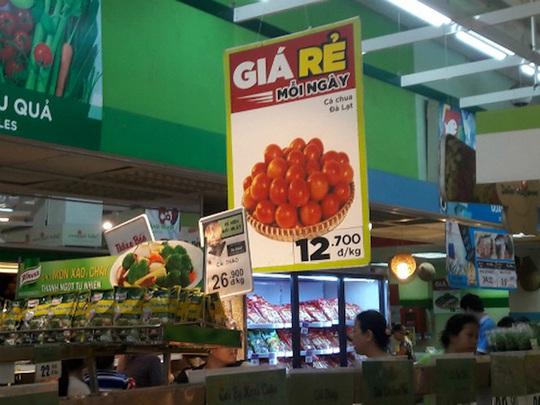 Ảnh chụp vào chiều 17-11 tại siêu thị BigC Bình Dương, mỗi khách hàng chỉ được mua 1kg cà chua