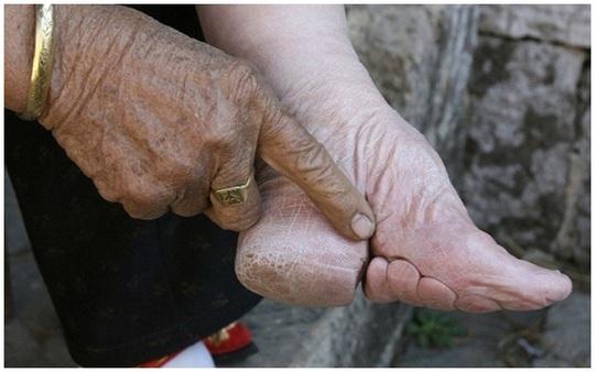 Những đôi chân gót sen đúng chuẩn cách đây 1000 năm.
