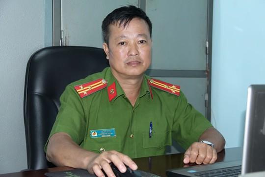 Thượng tá Long kể lại quá trình thu thập dấu vết tại hiện trường vụ án.