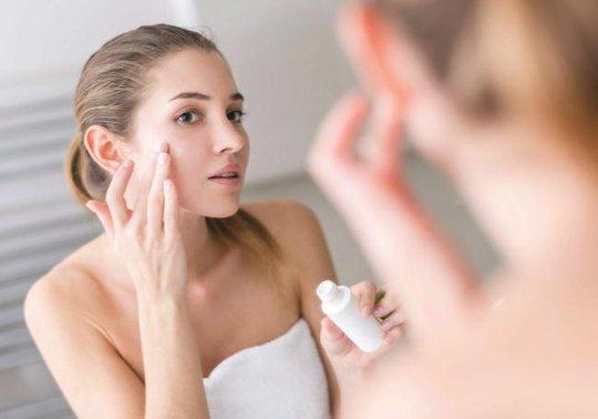 Các loại da luôn cần được dưỡng ẩm với sản phẩm thích hợp - ẢNH: HEALTH-TUNEUP.COM