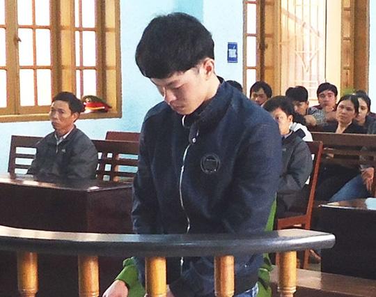 Bị cáo Nguyễn Văn Duy trước vành móng ngựa.