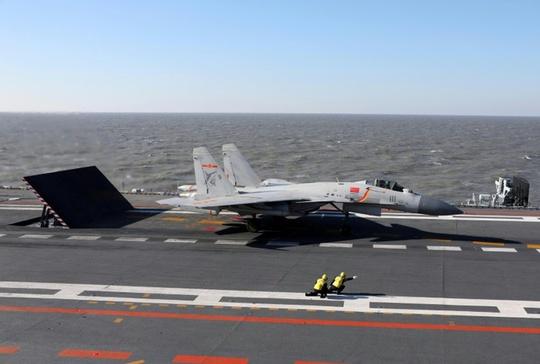 Tàu sân bay Liêu Ninh lần đầu tập trận bắn đạn thật. Ảnh: SCMP