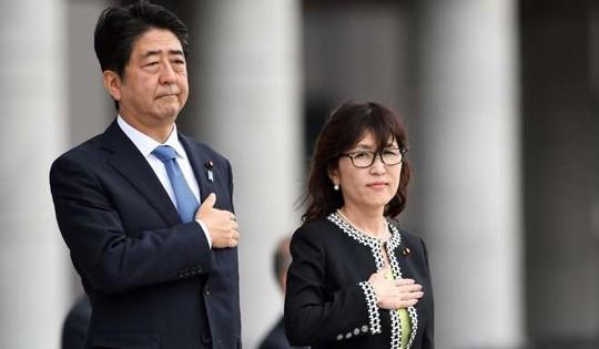 Thủ tướng Nhật Bản Shinzo Abe và Bộ trưởng Quốc phòng Tomomi Inada Ảnh: SCMP