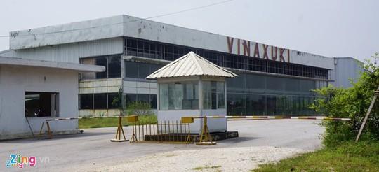 Dự án nhà máy sản xuất, lắp ráp ôtô, máy của Vinaxuki ở Hóa cũng hoang hóa vì ngừng hoạt động từ năm 2011 đến nay. Ảnh: Nguyễn Dương