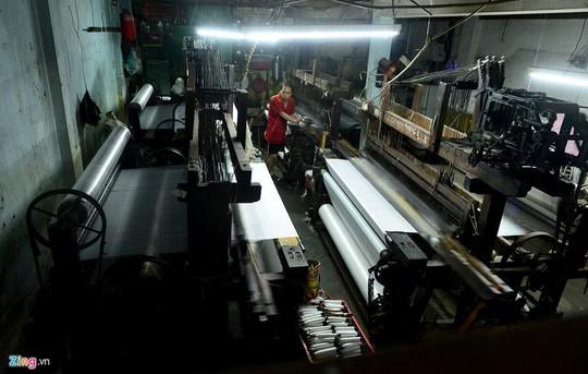 Làng dệt hình thành từ quá trình di cư vào Sài Gòn lập nghiệp của người dân huyện Duy Xuyên, Điện Bàn (Quảng Nam) trong những năm chiến tranh. Họ tiếp tục mưu sinh ở vùng đất mới bằng nghề dệt mang đi từ quê hương.