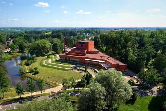 Nhà hát kịch nghệ Ugala nổi tiếng nhất Estonia - Ảnh: panoramio