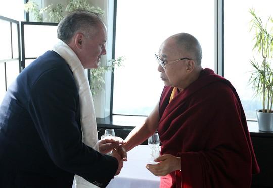 Tổng thống Slovakia Andrej Kiska hội kiến Đức Đạt Lai Lạt Ma ngày 16-10. Ảnh: SPECTATOR.SME.SK